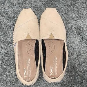 Like new!! Toms tan shoes.